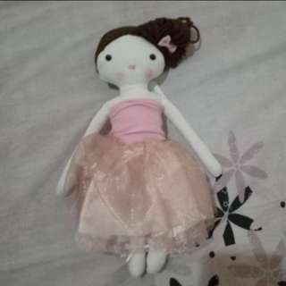 FREE SHIPPING (BNEW) DOLL