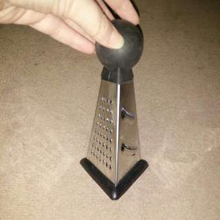 Small 3-sided grater