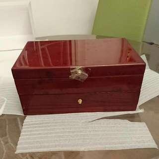 Larry 手飾盒,令令木。