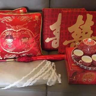 婚禮物資:新娘傘、敬茶茶具、雙囍字跪墊、百年好合抱枕、新娘頭紗
