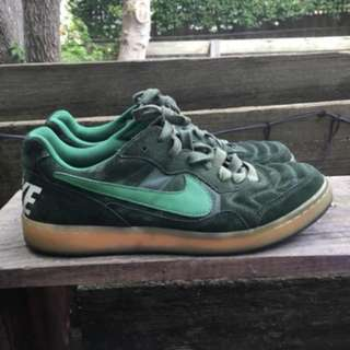 vintage nike sb green suede shoes size 10
