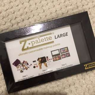 Large black z palette brand new