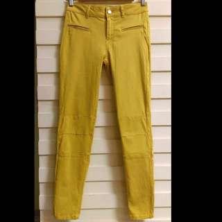 二手真品狀況如新只穿過一次 zara芥末黃鉛筆牛仔褲  褲管有拉鍊,USA34  保存良好哦  賣出會整燙出貨