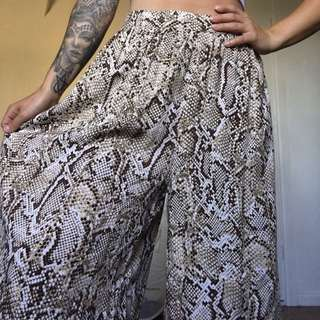 Bardot loose leg flare 3/4 pants snakeskin print