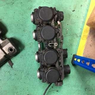 Ver s carburetor