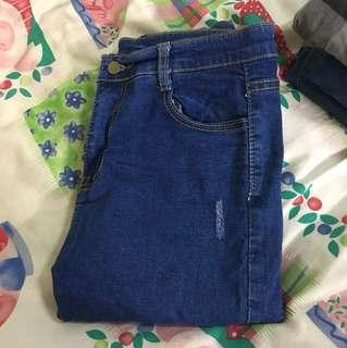 🚚 深藍色牛仔褲(小刷破)🤣