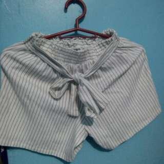 semi high-waist short