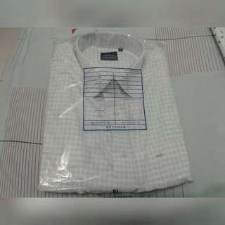 Kemeja putih motif kotak kecil arrow