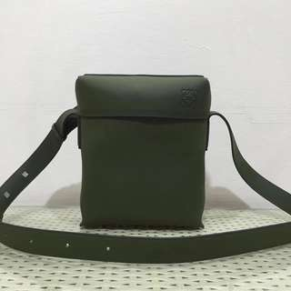 loewe 羅意威   #LOEWE MlLlTARY  Pocket系列男士斜挎包 款號8867尺寸20 25 6(配盒子、禮品袋)