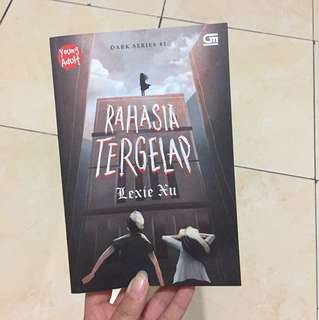 Novel teenlit Rahasia Tergelap (Lexie Xu)