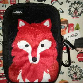 Smiggle handphone pouch