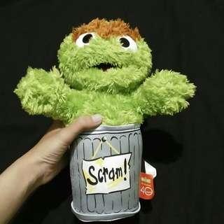Boneka Oscar Scram! Sesame Street