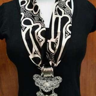 Kalung batik parang hitam