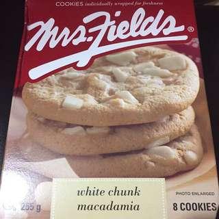 Mrs. Fields 白朱古力果仁曲奇 8片裝 White Chunk Macadamia Cookies 8 pieces
