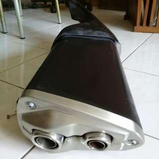 Z800 Original Parts (Side Mirror, Side Skirting, Rear Mudguard, Stock Exhaust)