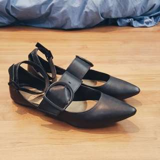 Pointy Strap Flat Black shoes