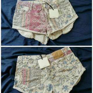 Vicolo Floral Shorts