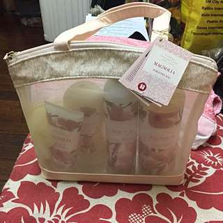 M&S MAGNOLIA TOILETRY BAG