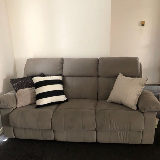 3 SEATER COUCH Grey