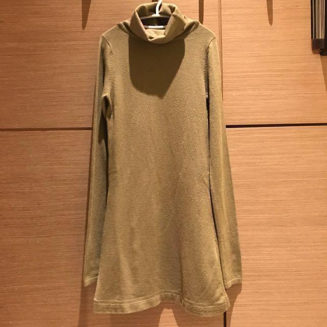 綠色針織立領燙金挖背洋裝‼️免運‼️
