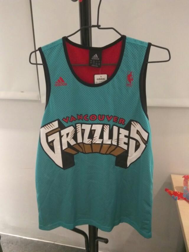 全新籃球衣 L 號