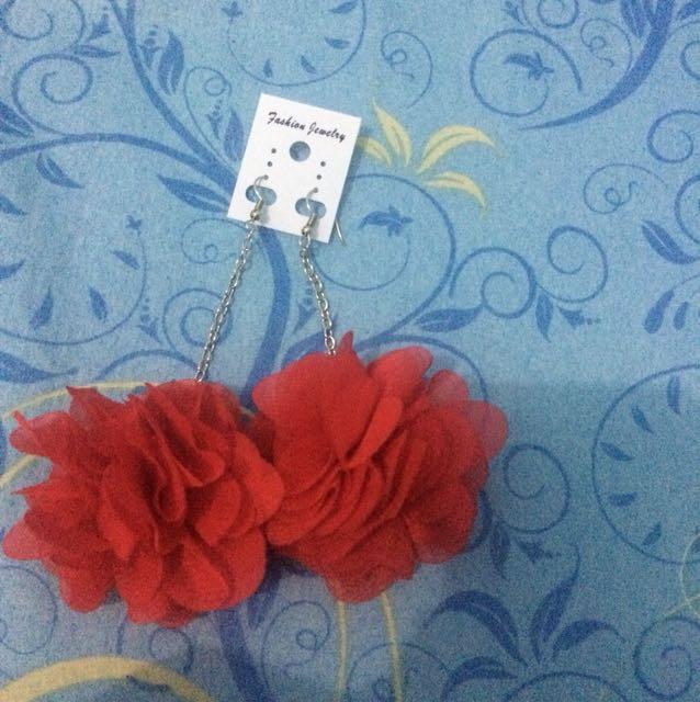 Anting panjang mawar merah besar