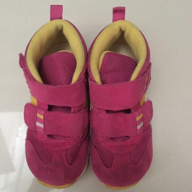 Asic girl shoes sz 16cm
