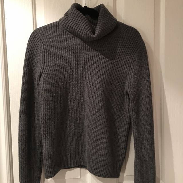 Babaton size small turtle neck sweater