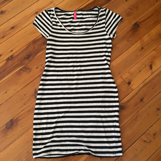 Basic black and white mini dress size S