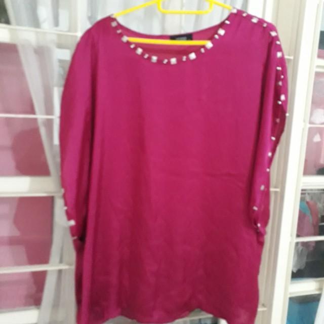 Blouse bathwing, bahan silky,shocking pink, size L. No defect