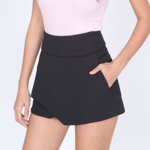BNWT MDS Wrapped Asymmetric Mini Skorts in Black