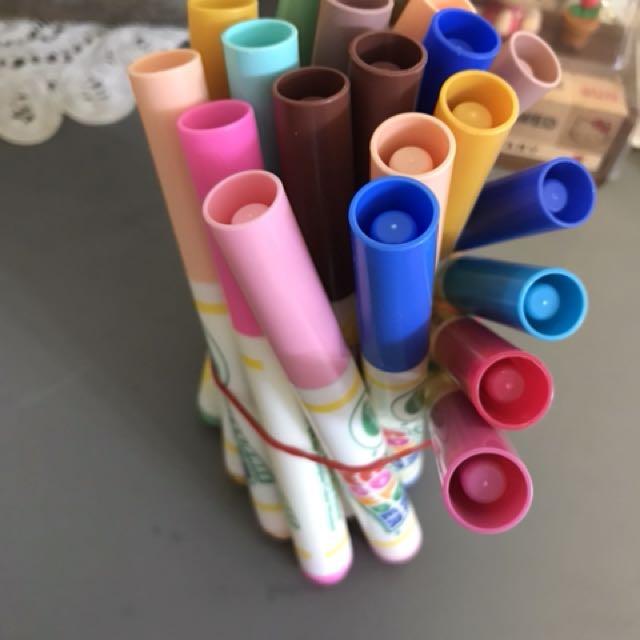 Crayola mess free colour wonder pens