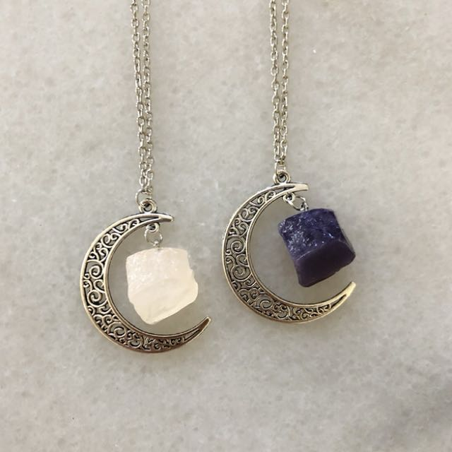 Crystal healing necklace - your choice between rose quartz or amethyst