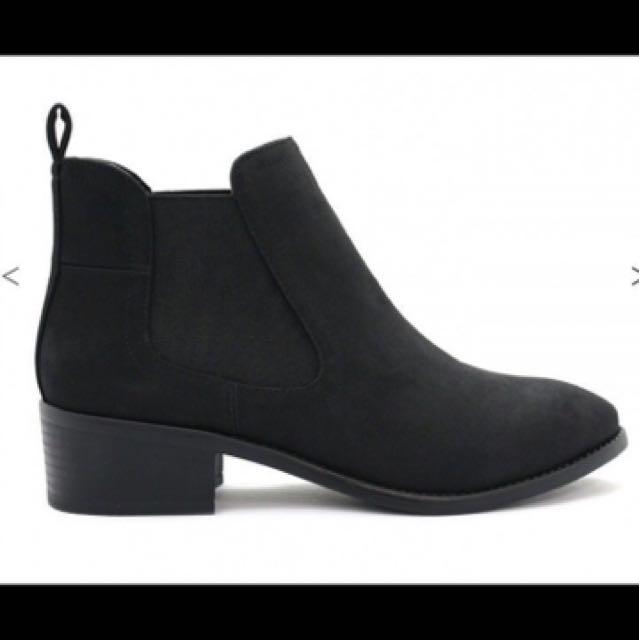 DAMN Boots size 9