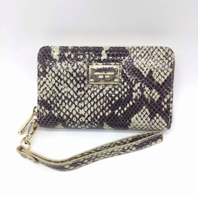 DEALS! Michael Kors Clutch