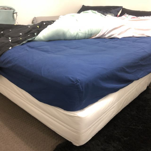 Double bed - ensemble base and mattress