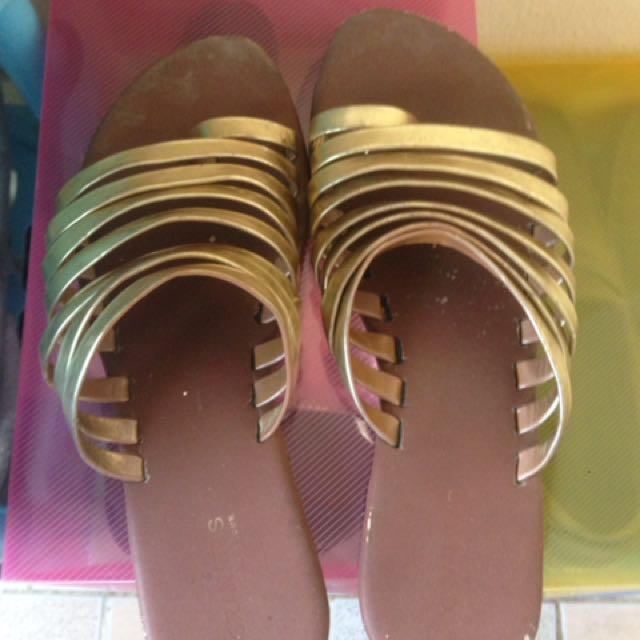 Flat sandals gratis