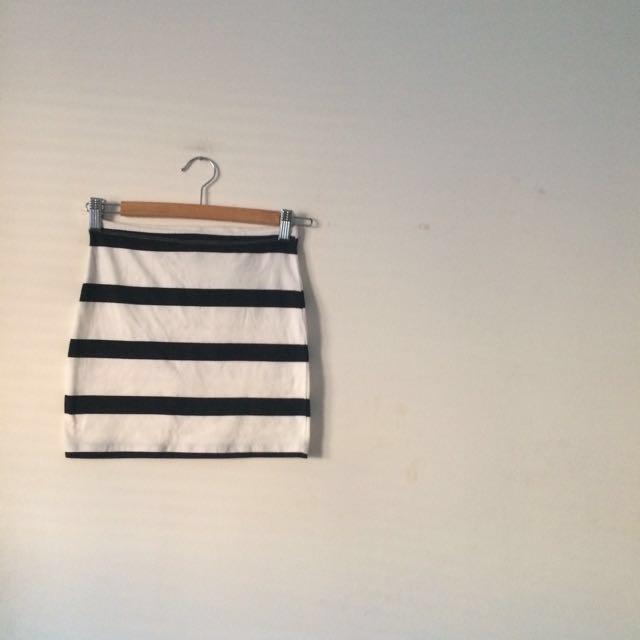H&M Black and White Skirt