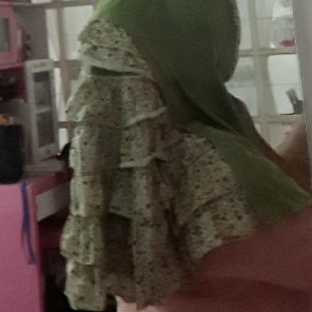 Kerudung anak, motif shabby, detail belakang cantik banget kalau di pakai ( rempel tumpuk). No defect