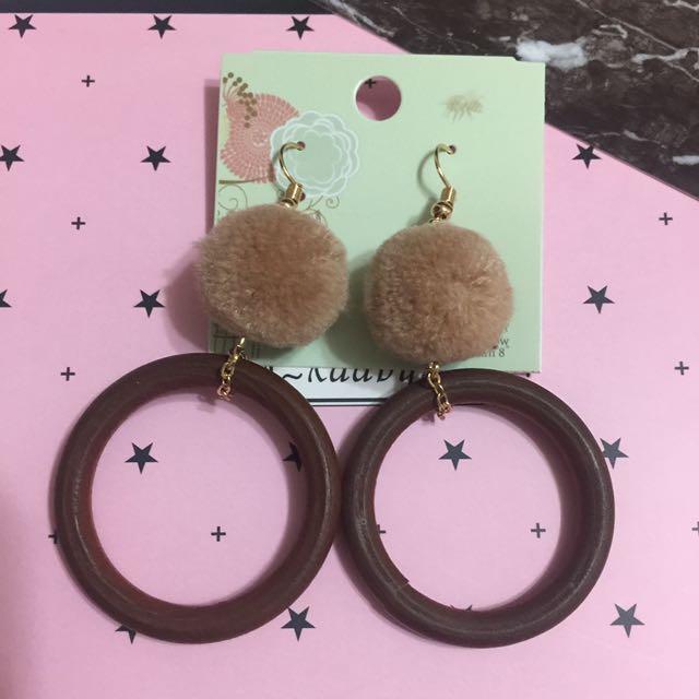 現貨🍭輕微Ng飾品撿便宜🌈毛球木質圈耳環