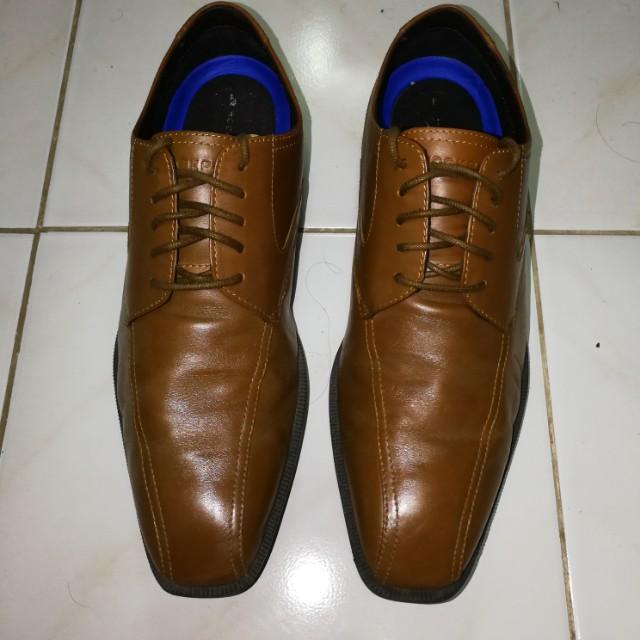 Rockport dress shoes (light brown derby)