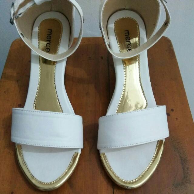 Sandal wedges putih