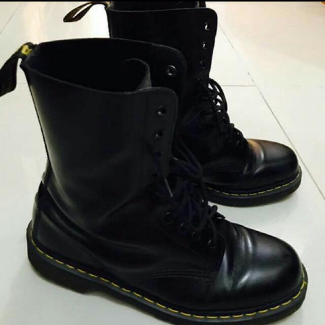 Sepatu Dr Martien