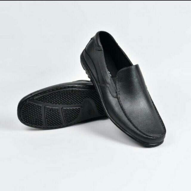 Sepatu karet pantofel pria