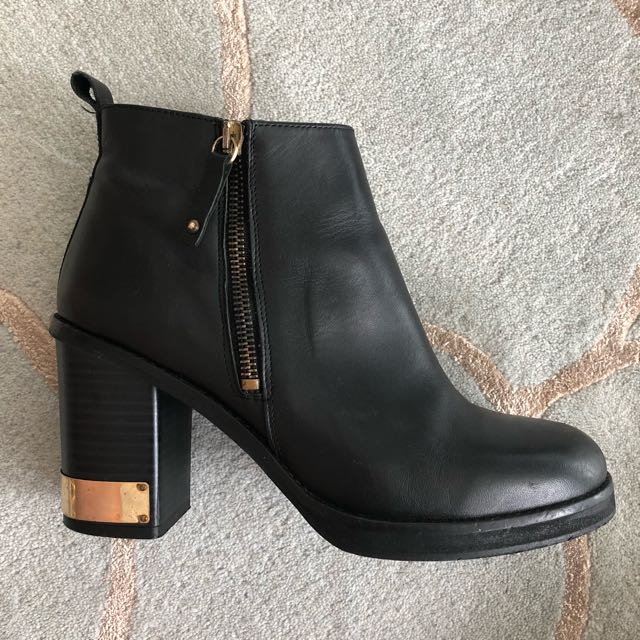 Sz 38 quality genuine leather ankle boots with gold detail