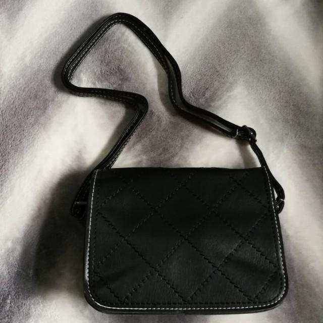Trendy sling bag