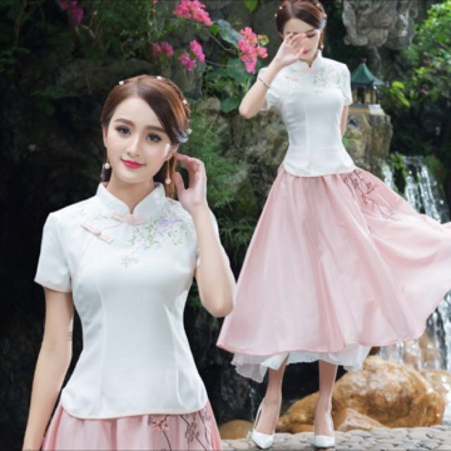 White embroidery oriental/cheongsam top