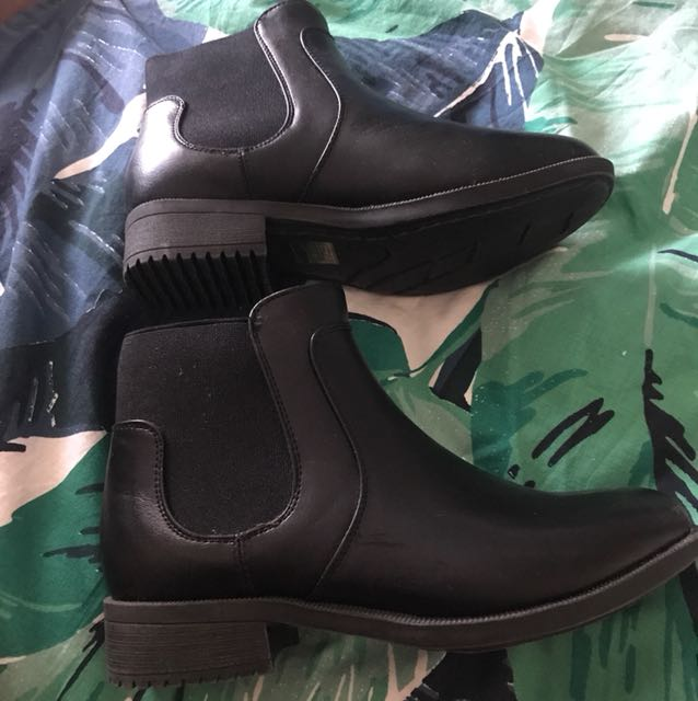 """Women's """"comfy boot"""" brand boots"""