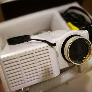 Mini LED projector - HDMI input, speaker built-in