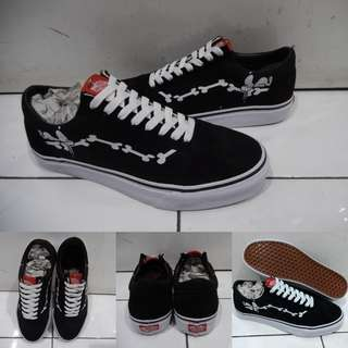 Sepatu Kets Vans Old Skool Peanuts Collections Snoopy and Joe Cool Charlie Brown Black White